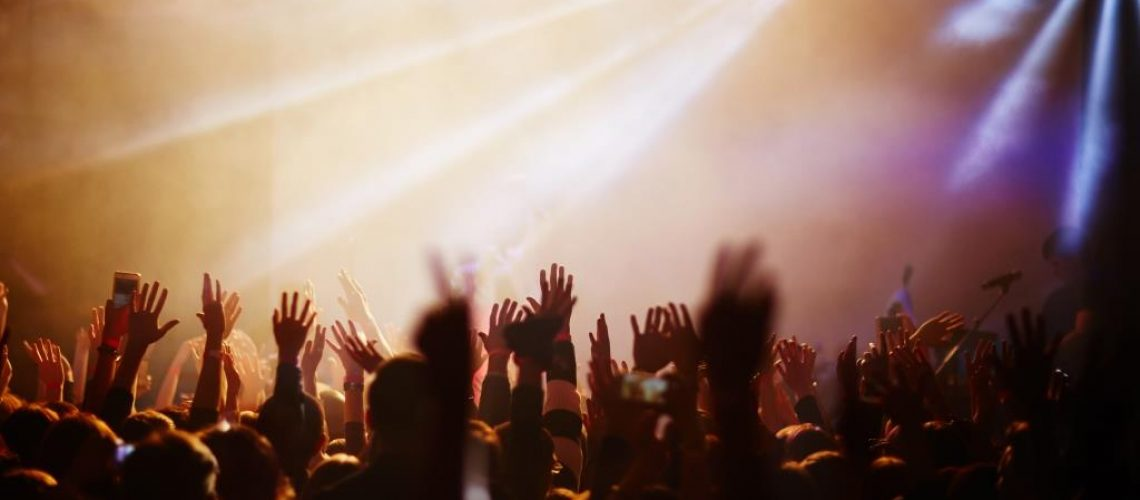 popular-singer-concert-YSL9TAK